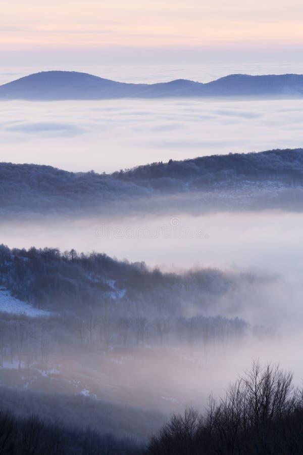 Regain dans une vallée photographie stock libre de droits