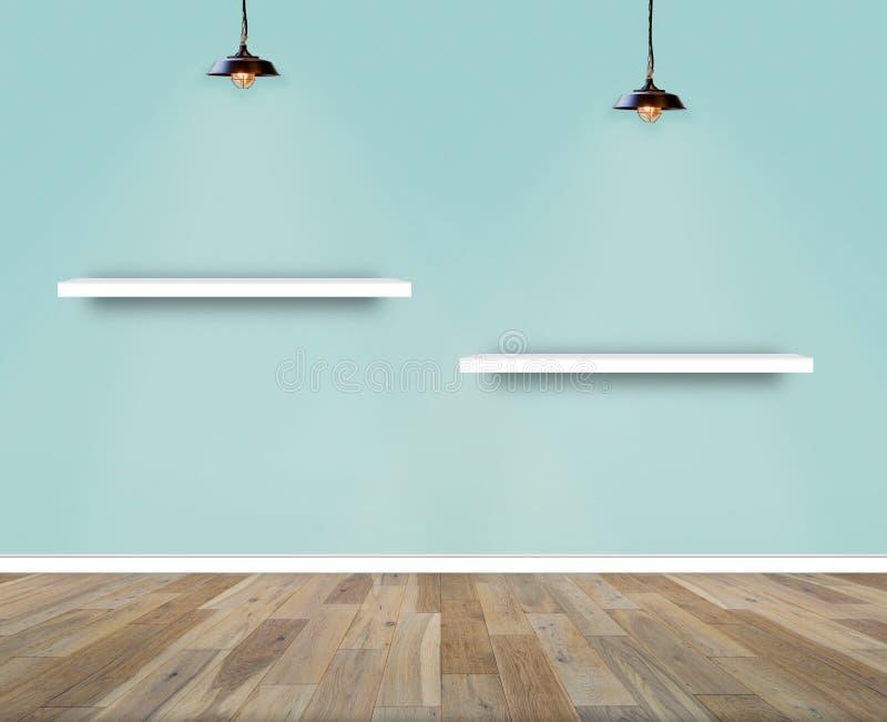 Regal auf Wand im Show-Raum Wand- und Bretterbodeninnenraumhintergrund stockfoto