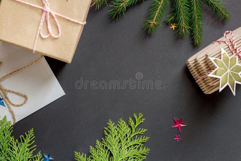 Regali di disposizione del piano di Natale fotografia stock