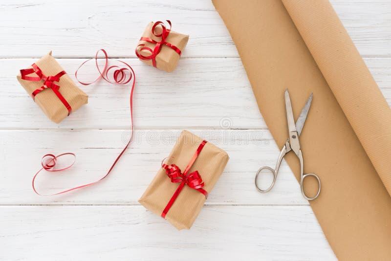 Regali di Natale dell'imballaggio fotografia stock