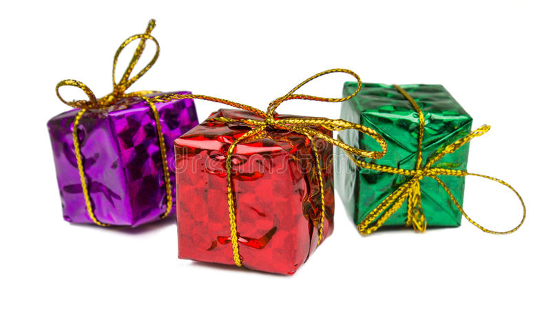 Regali di Natale e giocattoli isolati su fondo bianco fotografia stock