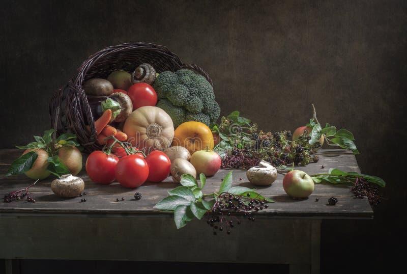 Regali di natura morta dell'autunno fotografie stock libere da diritti