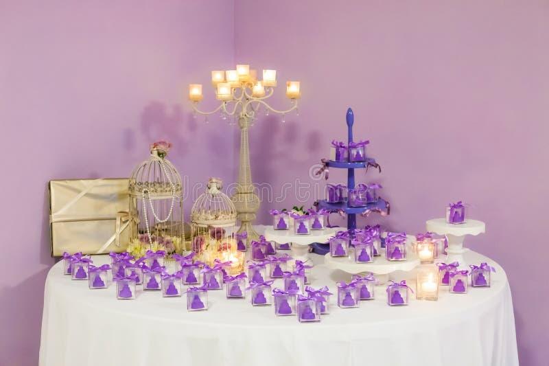 Regali di nozze per l'ospite fotografie stock