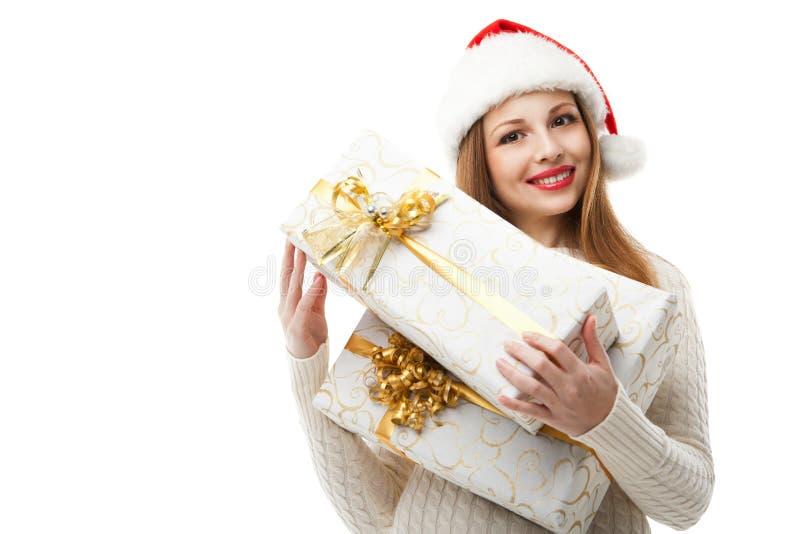 Regalo de la Navidad del control de la mujer en el fondo blanco imagenes de archivo
