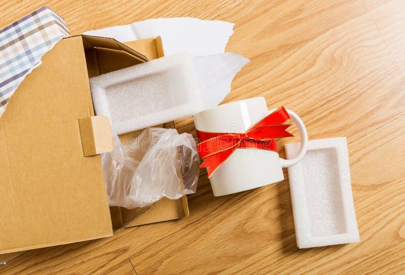 Regalo de la Navidad, taza foto de archivo libre de regalías