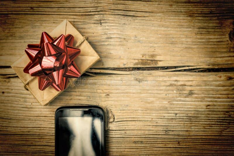 Regalo de la orden y de la entrega en el interno, la Navidad, Año Nuevo, cumpleaños fotografía de archivo