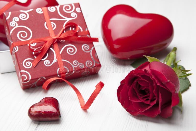 Regalo de la tarjeta del día de San Valentín foto de archivo