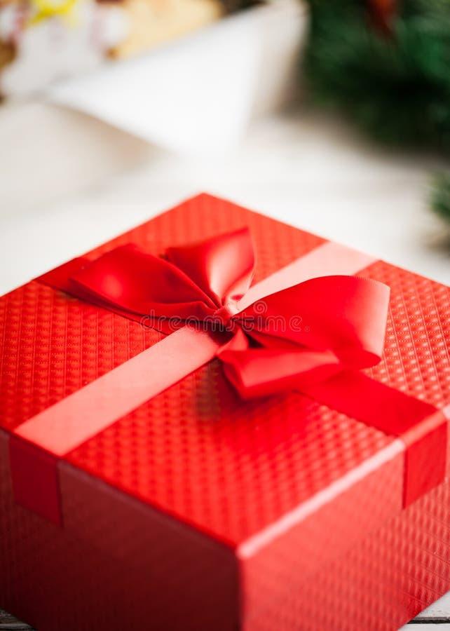 Regalo de Navidad rojo foto de archivo libre de regalías