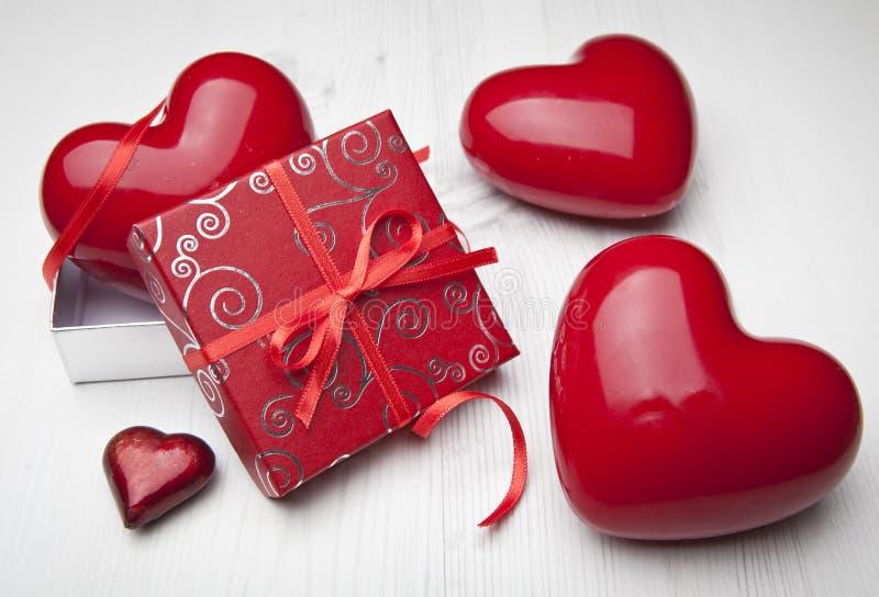 Regalo del amor. Día de tarjetas del día de San Valentín foto de archivo