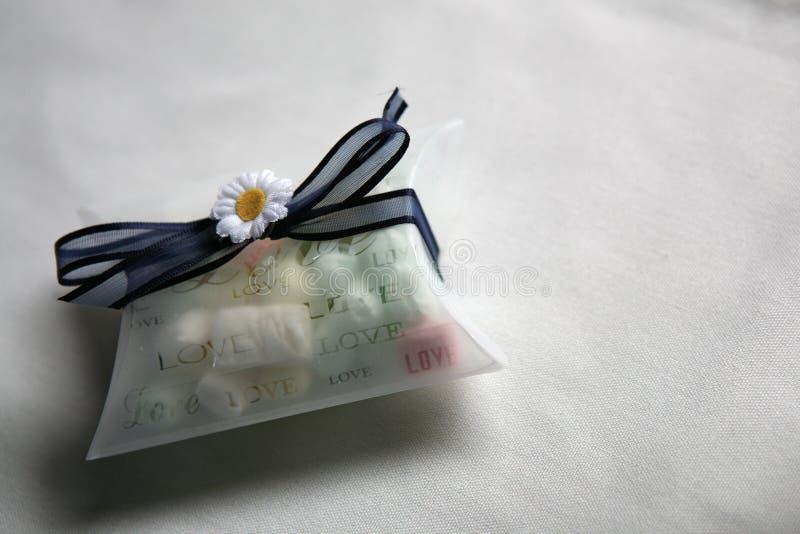 Regalo del caramelo de la tabla de la boda imagen de archivo libre de regalías