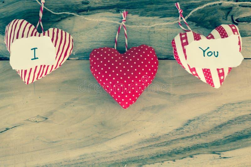 Regalo del corazón con el mensaje te amo imágenes de archivo libres de regalías