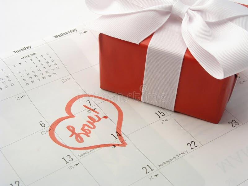 Regalo del día de tarjetas del día de San Valentín fotos de archivo