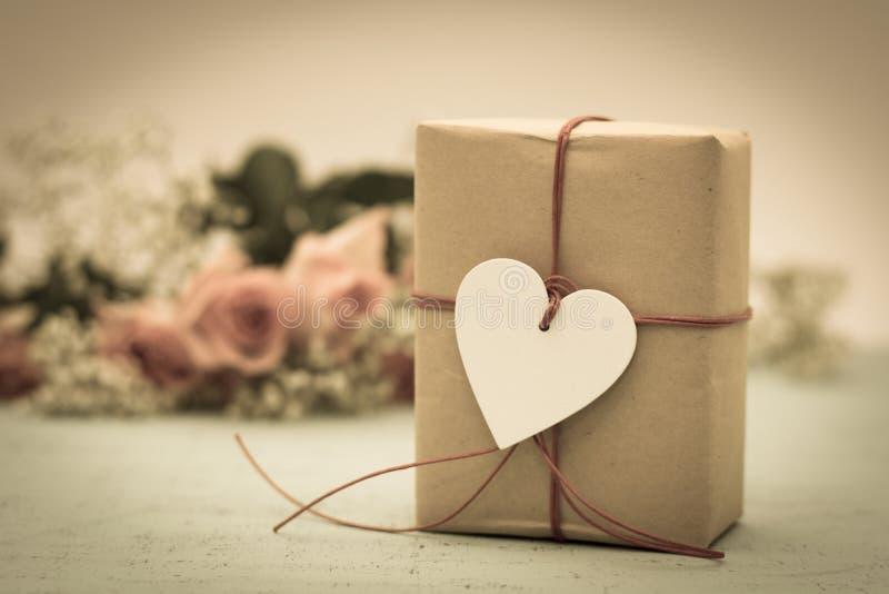 Regalo del día de tarjetas del día de San Valentín imagen de archivo