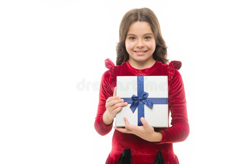 Regalo del feliz cumpleaños venta grande en alameda de compras San Esteban pequeña muchacha después de hacer compras Niña con la  fotos de archivo libres de regalías