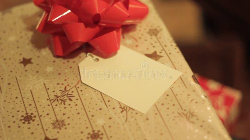 Regalo di Natale con la cartolina d'auguri fotografia stock