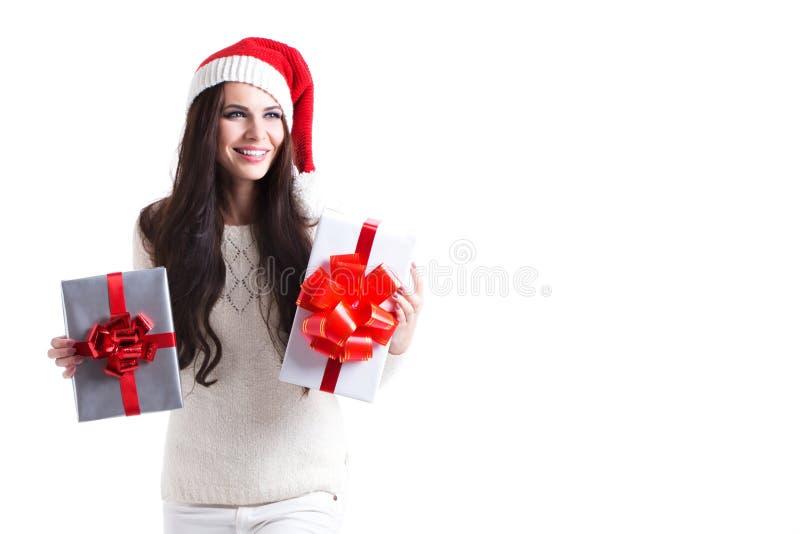 Regalo di natale della stretta del ritratto della donna isolato cappello della Santa di natale fotografia stock libera da diritti