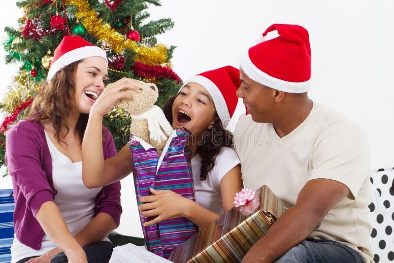 Regalo di Natale di apertura fotografia stock