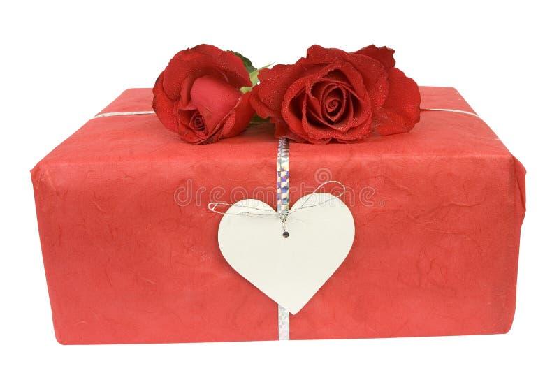 Regalo e rose del biglietto di S. Valentino immagini stock libere da diritti