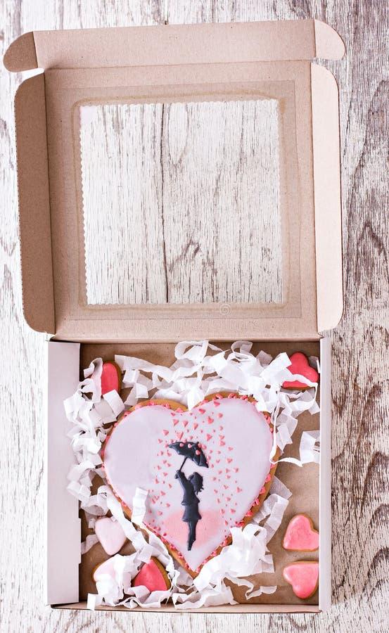 Regalo el el día de tarjeta del día de San Valentín fotografía de archivo libre de regalías