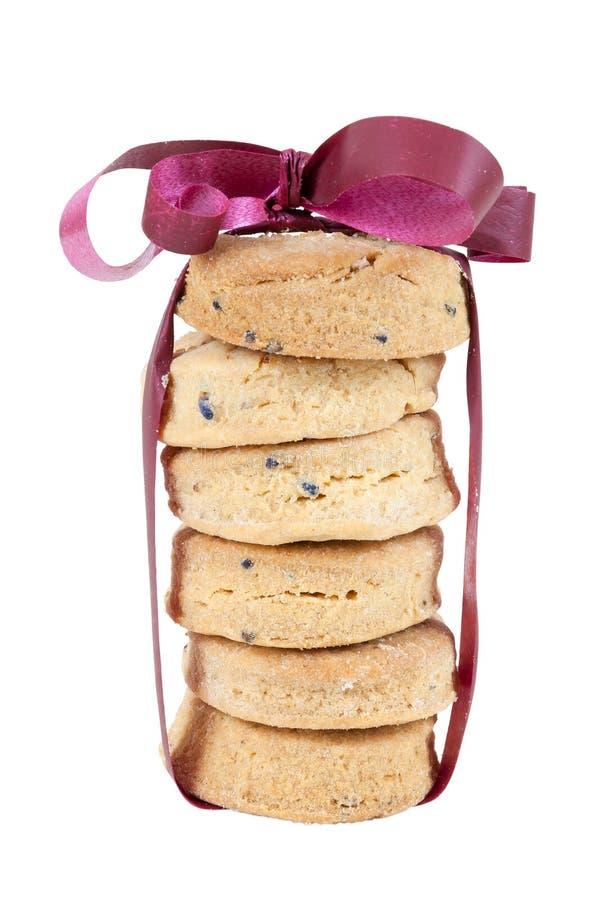 Regalo fatto dei biscotti casalinghi su fondo bianco fotografia stock libera da diritti