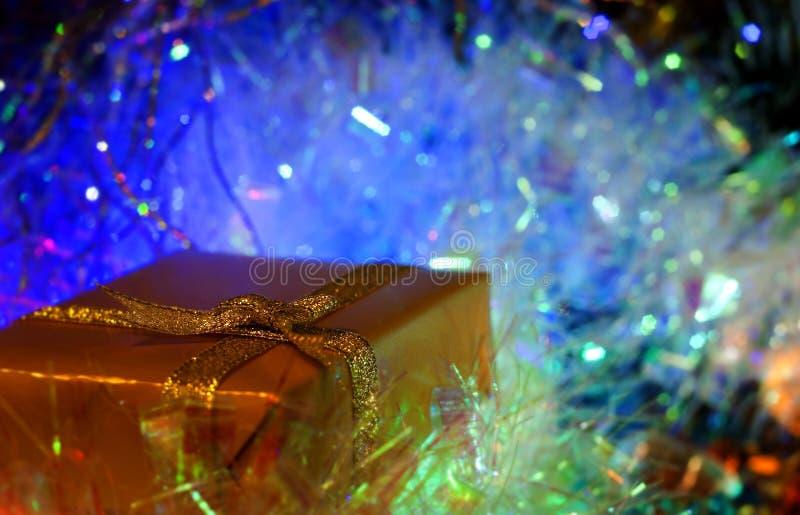 Regalo por Año Nuevo foto de archivo libre de regalías