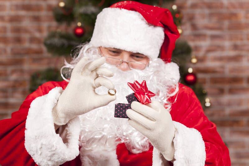 Regalo Santa Claus del anillo de la joyería foto de archivo