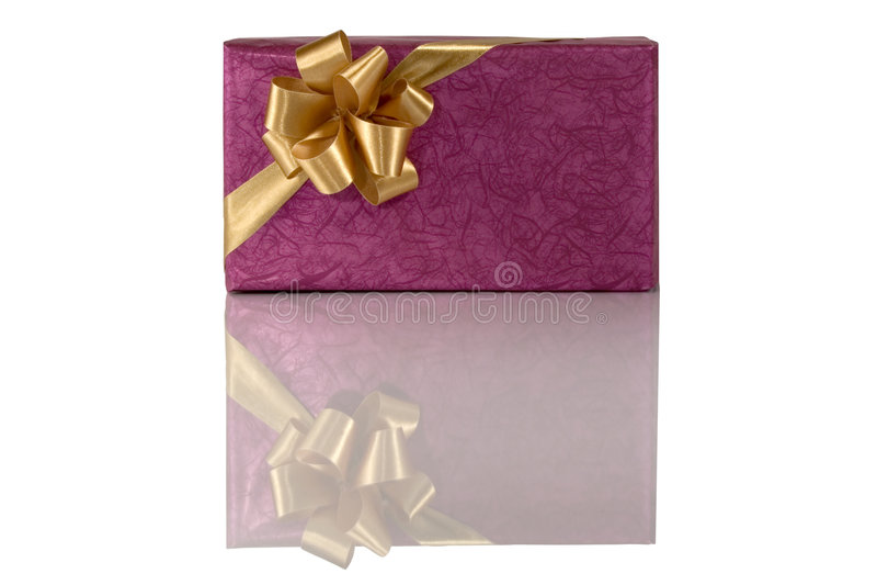 Download Regalo Violeta Con El Arqueamiento Del Oro Foto de archivo - Imagen de agradable, púrpura: 7275074
