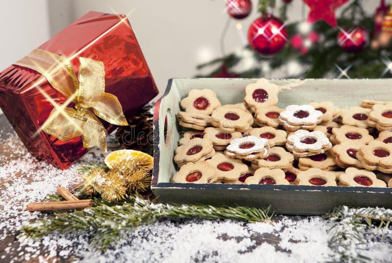 Regalo y galletas de la Navidad foto de archivo