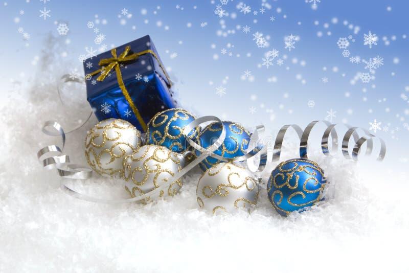 Regalo y ornamentos de la Navidad imágenes de archivo libres de regalías