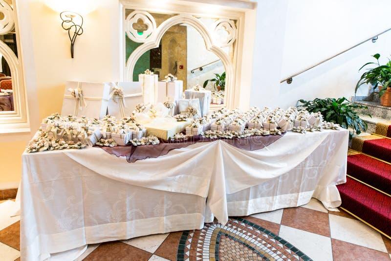 Regalos de boda para la huésped imagen de archivo