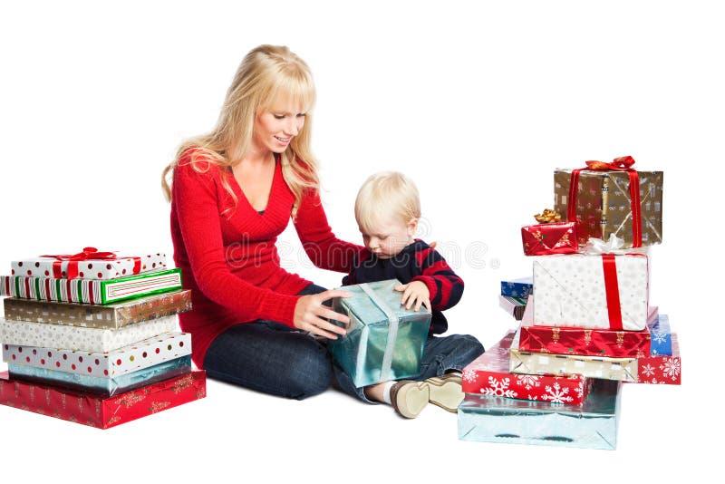 Regalos de la familia de la Navidad fotografía de archivo