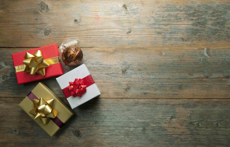 Regalos de la Navidad con el copyspace del fondo imagen de archivo libre de regalías