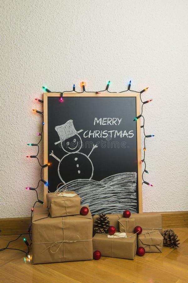 Regalos de la Navidad en casa imagenes de archivo