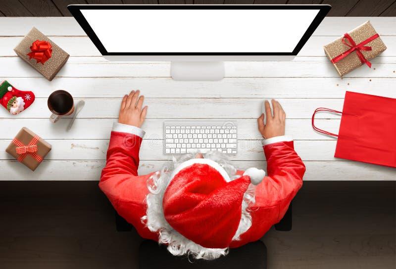 Regalos de las compras de Santa Claus en línea La estación y los descuentos fotos de archivo