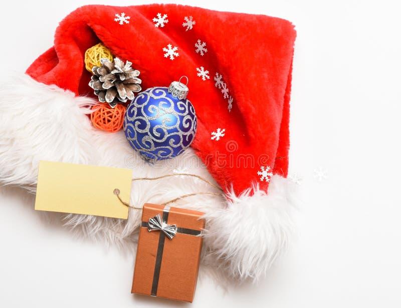 Regalos de Navidad de Papá Noel cualidades de vacaciones de invierno Celebración del Año Nuevo y de la Navidad Sombrero de Papá N fotografía de archivo