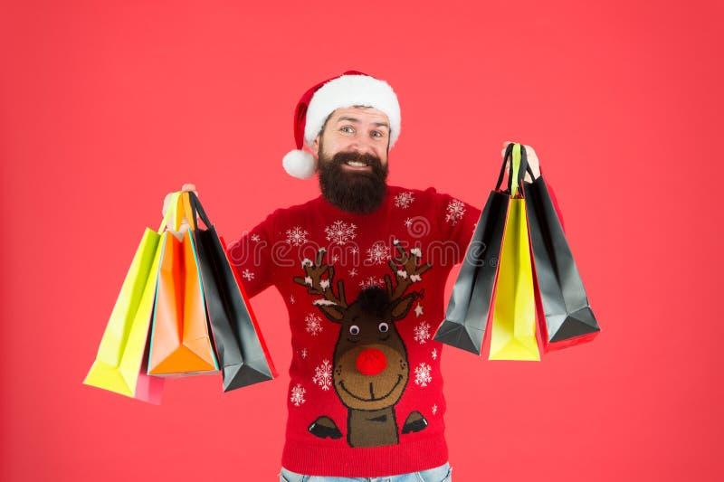 Regalos de Navidad Presentes para la familia Papá Noel viene Bolsas de compra con hipster con barba Paquetes con regalos Feliz foto de archivo libre de regalías