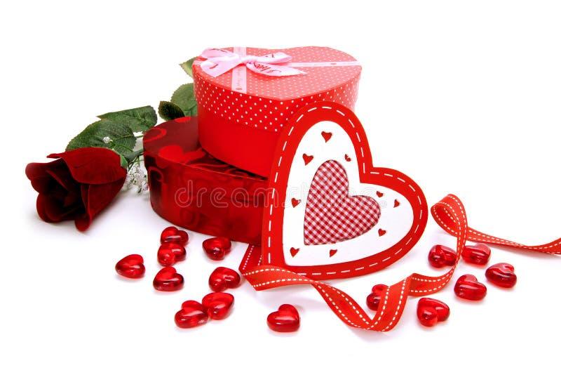 Regalos del día de tarjetas del día de San Valentín imagen de archivo