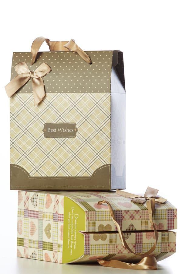 Regalos en una tabla foto de archivo libre de regalías