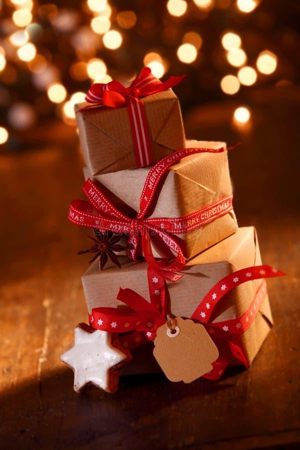 Regalos festivos de la fiesta de Navidad fotos de archivo