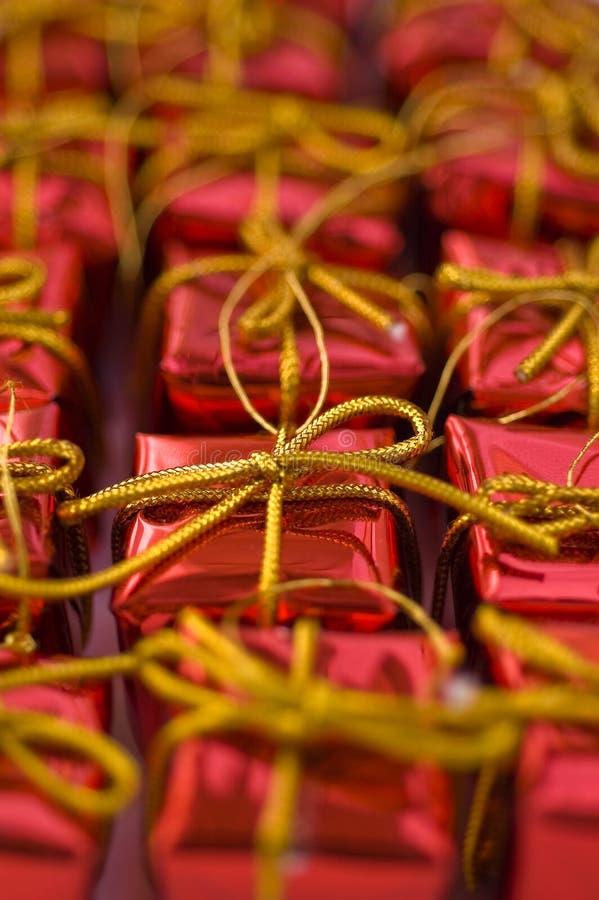 Regalos rojos imágenes de archivo libres de regalías
