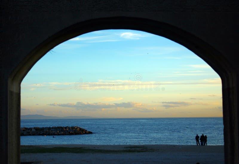 Regard à la plage photographie stock libre de droits