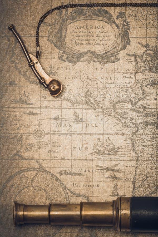 Download Regard De Vintage Et Sifflement Du Maître D'équipage Photo stock - Image du histoire, nautique: 77150996