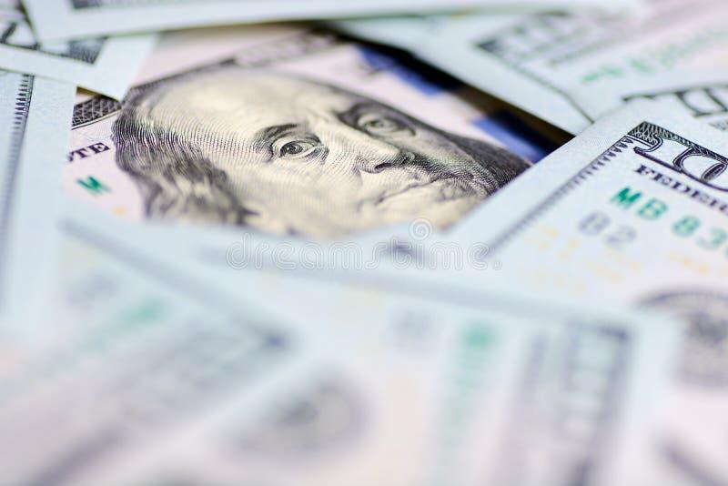 Regard du ` s de Benjamin Franklin sur cent billets d'un dollar Macro de portrait de Benjamin Franklin photographie stock