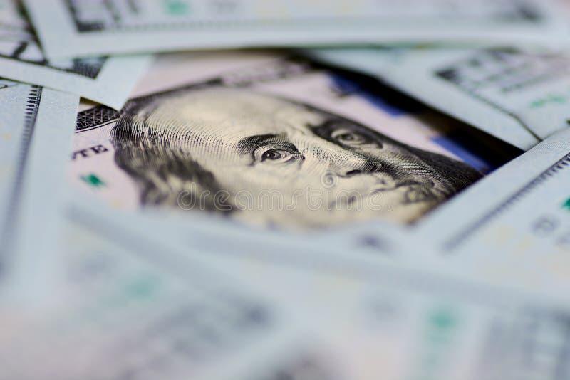 Regard du ` s de Benjamin Franklin sur cent billets d'un dollar Macro de portrait de Benjamin Franklin photos stock