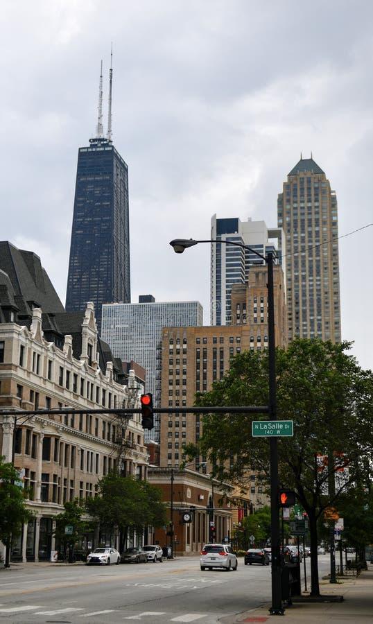 Regard est en bas de l'avenue de Chicago photographie stock libre de droits