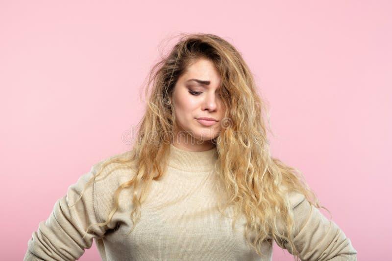 Regard mélancolique douleureux déçu triste de femme images stock