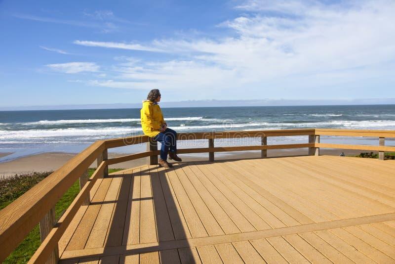 Regard sur la côte de l'Orégon de plage photo stock