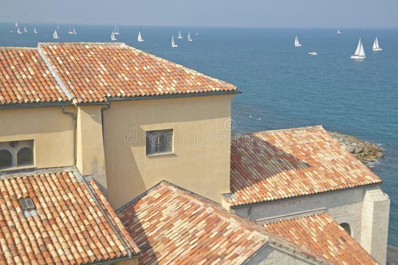 Regardant hors du musée de Picasso, Antibes, France images libres de droits