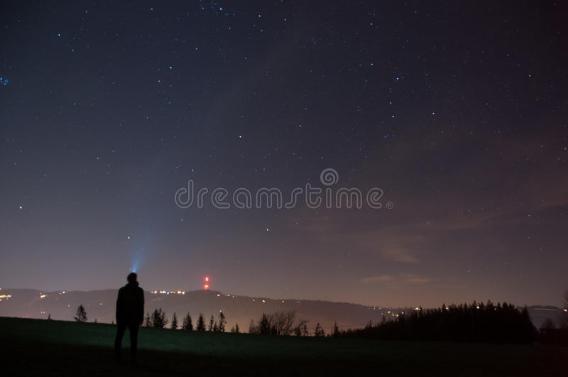 Regarder des étoiles photo libre de droits