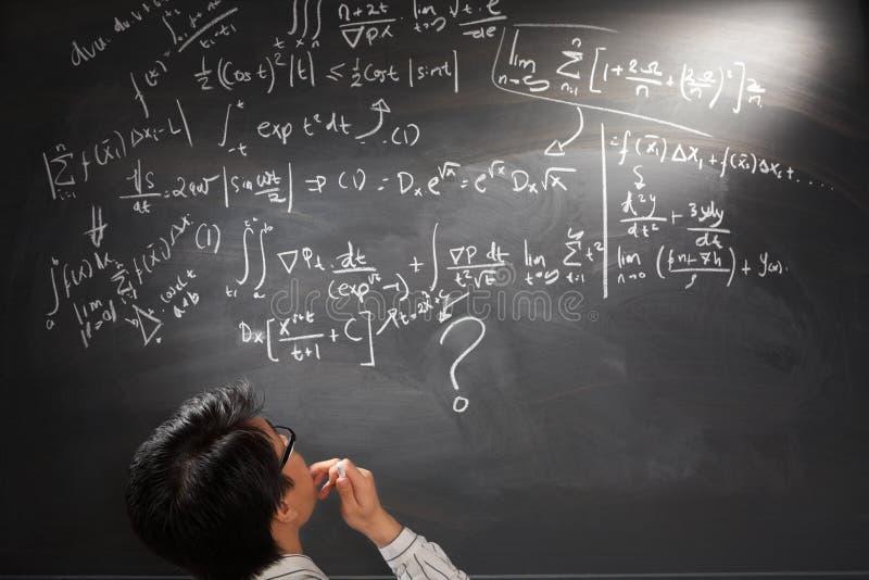 Regarder l'équation complexe difficile photos libres de droits